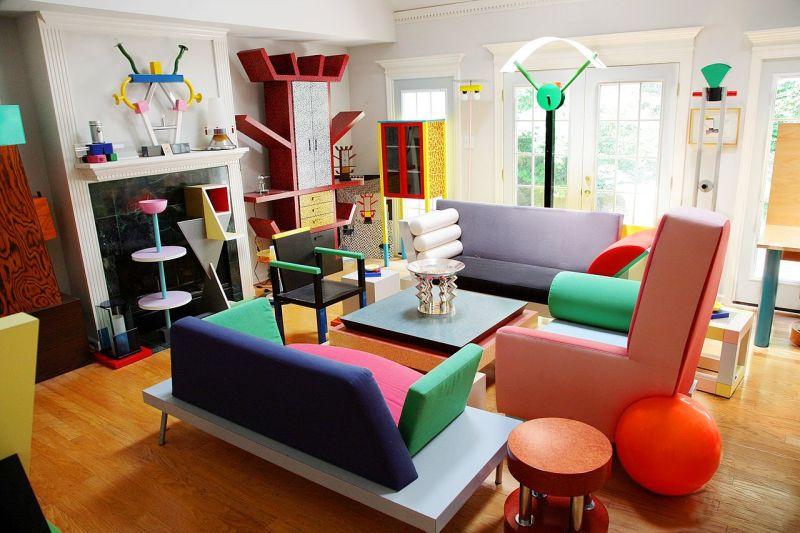 Foto via Dennis Zanone da sua coleção privada de Memphis design na sua casa.